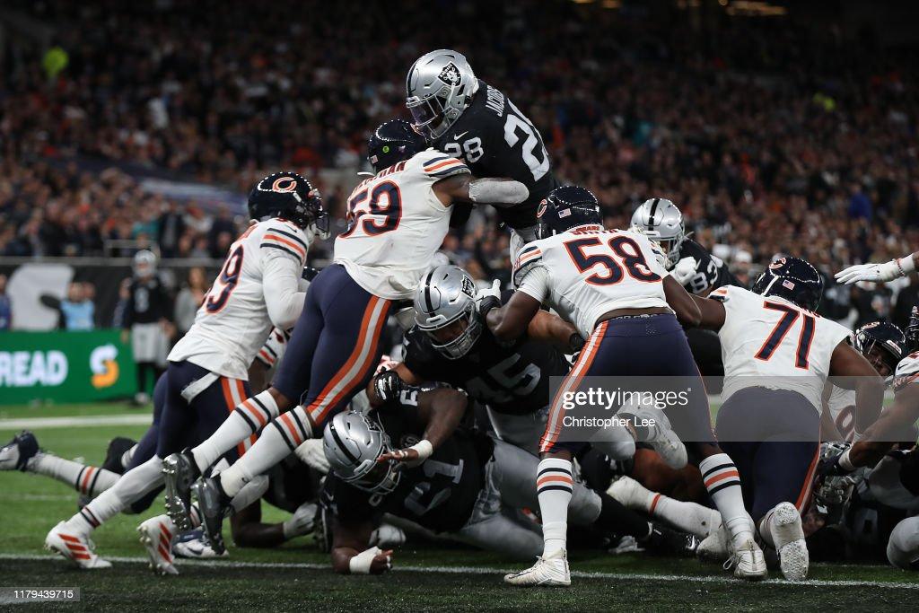 Chicago Bears vOakland Raiders : News Photo