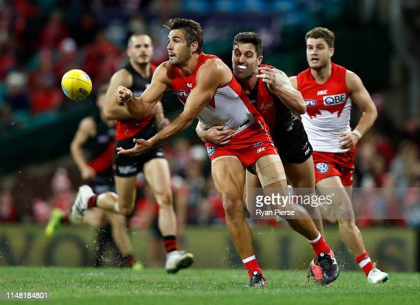 Josh Kennedy of the Swans handballs during the round eight AFL match between the Sydney Swans and the Essendon Bombers at the Sydney Cricket Ground...