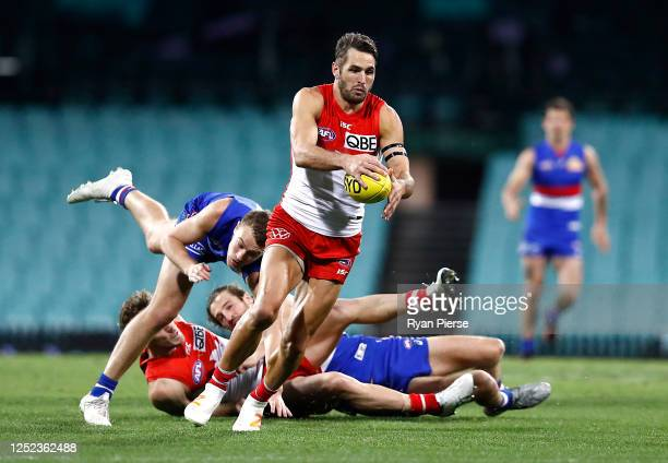 Josh Kennedy of the Swans looks upfield during the round 4 AFL match between the Sydney Swans and the Western Bulldogs at Sydney Cricket Ground on...