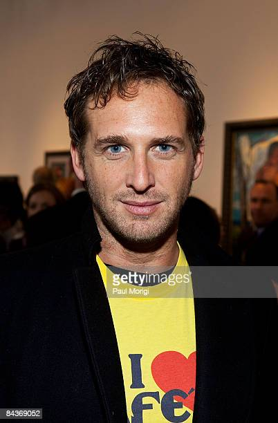 Josh Lucas poses at the Creative Coalition's Students Inaugural Program at the Cole Field House at the University of Maryland on January 19 2009 in...
