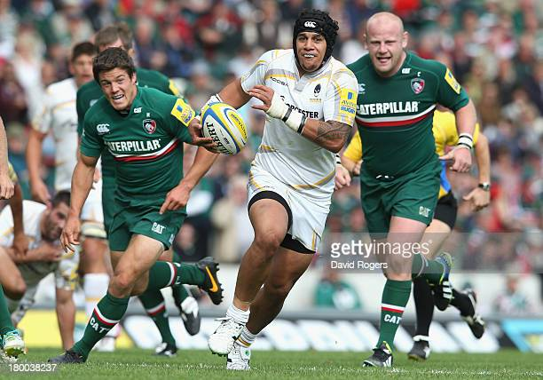 Josh Matavesi of Worcester breaks clear to score a try during the Aviva Premiership match between Leicester Tigers and Worcester Warriors at Welford...
