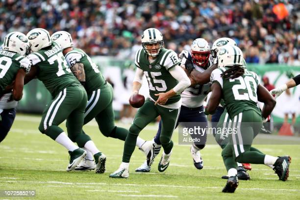 Josh McCown of the New York Jets in action against the New England Patriots during their game at MetLife Stadium on November 25 2018 in East...