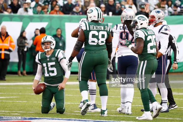 Josh McCown of the New York Jets reacts during the fourth quarter against the New England Patriots at MetLife Stadium on November 25 2018 in East...