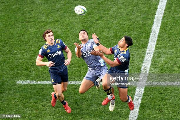 Josh McKay, Chase Tiatia of the Hurricanes and Josh Ioane of the Highlanders compete for the ball during the round 10 Super Rugby Aotearoa match...