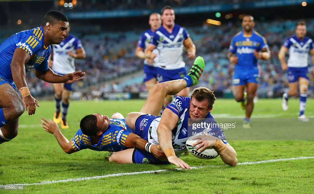 Josh Morris of the Bulldogs scores a try during the round nine NRL match between the Parramatta Eels and the Canterbury Bulldogs at ANZ Stadium on April 29, 2016 in Sydney, Australia.