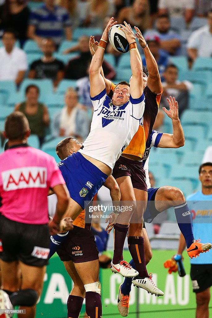 Josh Morris of the Bulldogs takes a high ball and scores during the round one NRL match between the Canterbury-Bankstown Bulldogs and the Brisbane Broncos at ANZ Stadium on March 7, 2014 in Sydney, Australia.