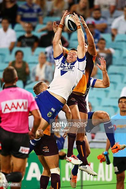 Josh Morris of the Bulldogs takes a high ball and scores during the round one NRL match between the CanterburyBankstown Bulldogs and the Brisbane...