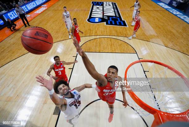 Josh Perkins of the Gonzaga Bulldogs shoots the ball against Kaleb Wesson of the Ohio State Buckeyes in the second round of the 2018 NCAA Men's...