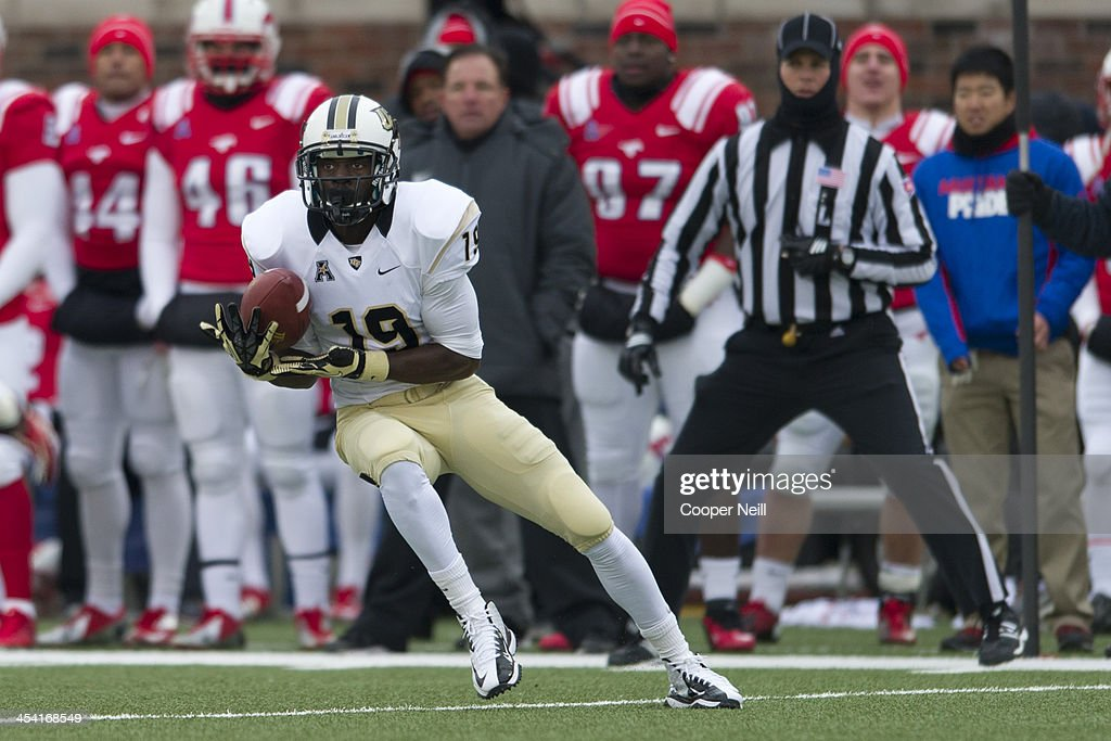 Josh Reese #19 of the Central Florida Knights makes a catch against the SMU Mustangs on December 7, 2013 at Gerald J. Ford Stadium in Dallas, Texas.