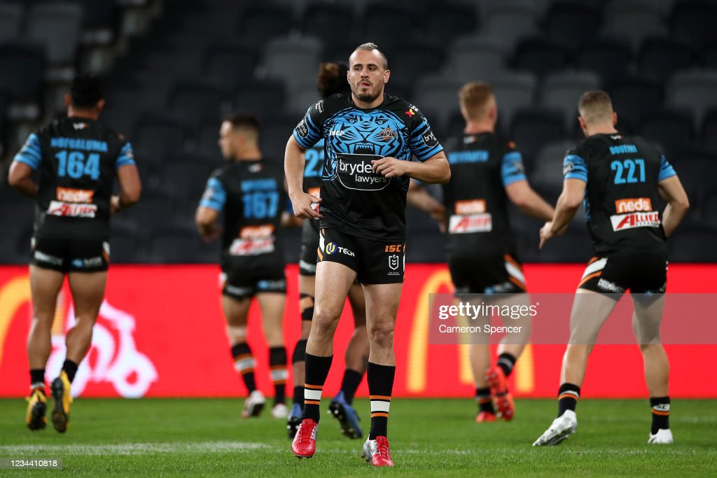 NRL Rd 3 - Sharks v Tigers : News Photo