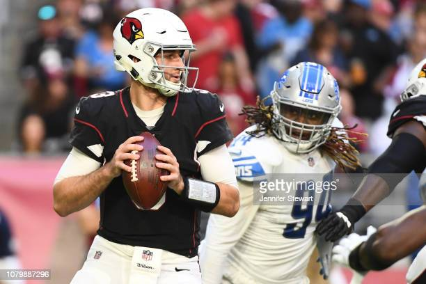 Josh Rosen of the Arizona Cardinals looks to make a pass in front of Ezekiel Ansah of the Detroit Lions in the first half at State Farm Stadium on...