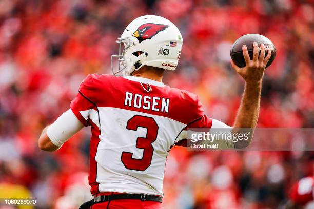 Josh Rosen of the Arizona Cardinals throws a pass during the first half of the game against the Kansas City Chiefs at Arrowhead Stadium on November...