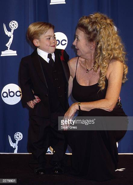 Josh Ryan Evans and Juliet Mills of 'Passions' at the 27th Annual Daytime Emmy Awards held at Radio City Music Hall in New York City on 5/19/00 Photo...