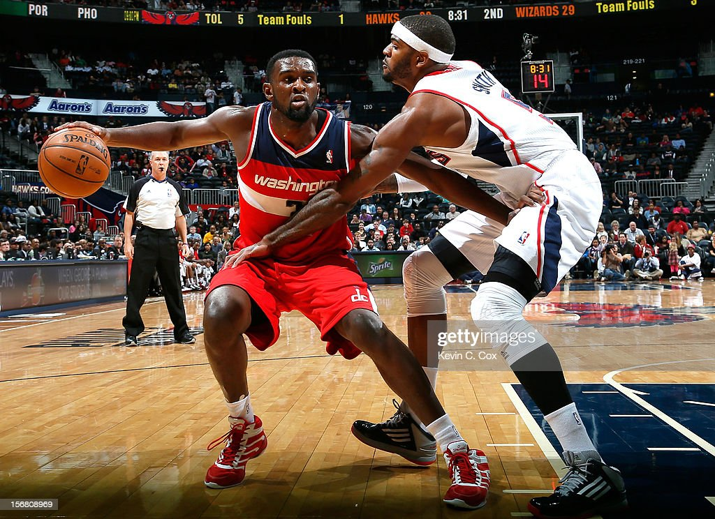Josh Smith #5 of the Atlanta Hawks defends against Chris Singleton #31 of the Washington Wizards at Philips Arena on November 21, 2012 in Atlanta, Georgia.