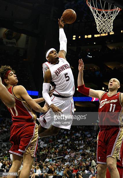 Josh Smith of the Atlanta Hawks drives the basket against Zydrunas Ilgauskas and Anderson Varejao of the Cleveland Cavaliers in Game Three of the...