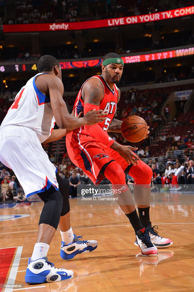 Josh Smith #5 of the Atlanta Hawks drives to the basket against the Philadelphia 76ers at the Wells Fargo Center on April 10, 2013 in Philadelphia, Pennsylvania.
