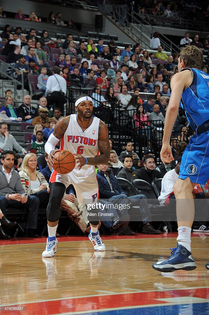 Josh Smith of the Detroit Pistons drives against the Dallas