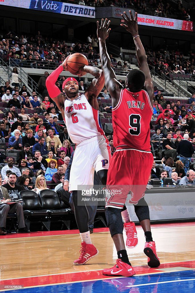 Josh Smith #6 of the Detroit Pistons shoots the abll against the Chicago Bulls on November 27, 2013 at The Palace of Auburn Hills in Auburn Hills, Michigan.