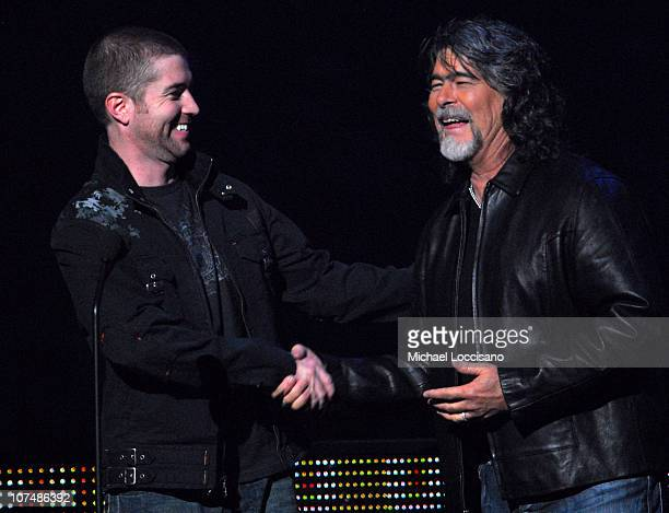 Josh Turner and Randy Owen present Female Video of the Year award