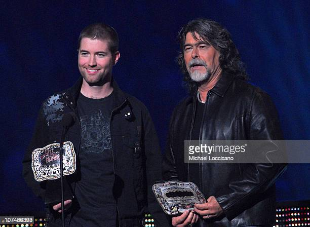 Josh Turner and Randy Owen present Female Video of the Year award
