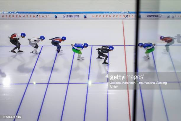 Josh Whyte of New Zealand leads the pack in the Men's Mass Start semi-final during day 1 of the ISU World Cup Speed Skating at Thialf on January 29,...