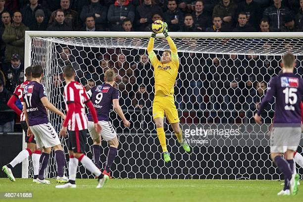 Joshua Brenet of PSV Sven Nieuwpoort of Go Ahead Eagles Adam Maher of PSV Marnix Kolder of Go Ahead Eagles goalkeeper Jeroen Zoet of PSV Sander Duits...