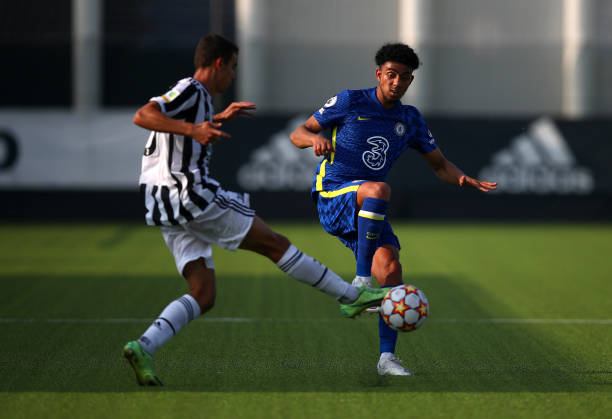 Joshua Brooking of Chelsea battles with Riccardo Turricchia of Juventus during a UEFA Youth League match between Juventus and Chelsea at JTC...