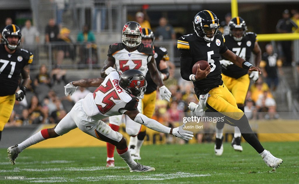 Tampa Bay Buccaneers v Pittsburgh Steelers : News Photo