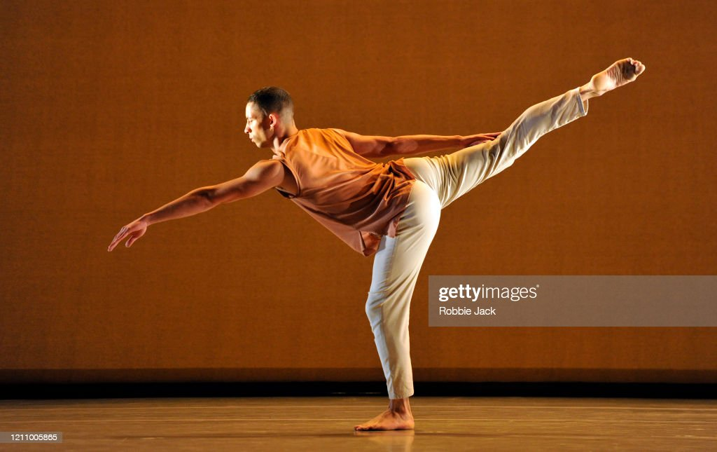 "Richard Alston's ""Voices And Light Footsteps"" At Sadler's Wells : News Photo"