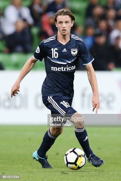 Joshua Hope of the Victory looks upfield during the AFC Asian Champions League match between the Melbourne Victory and Kawasaki Frontale at AAMI Park...