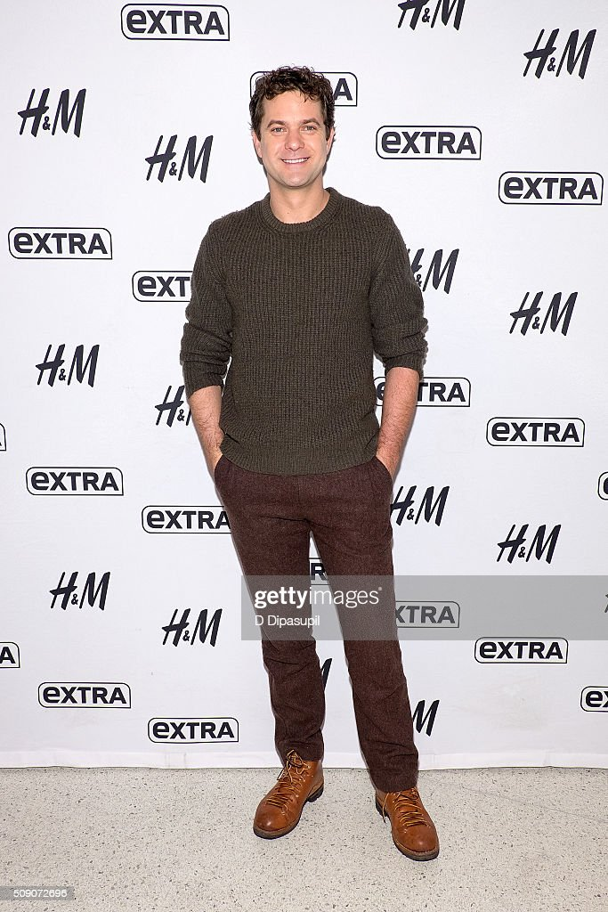 Joshua Jackson visits 'Extra' at their New York studios at H&M in Times Square on February 8, 2016 in New York City.