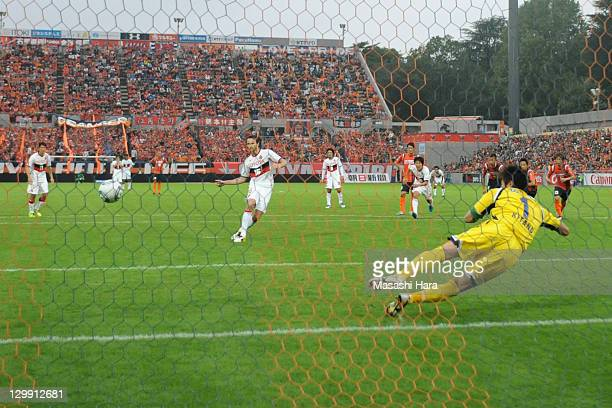 Joshua Kennedy of Nagoya Grampus marks third goal during the JLeague match between Omiya Ardija and Nagoya Grampus at Nack 5 Stadium Omiya on October...
