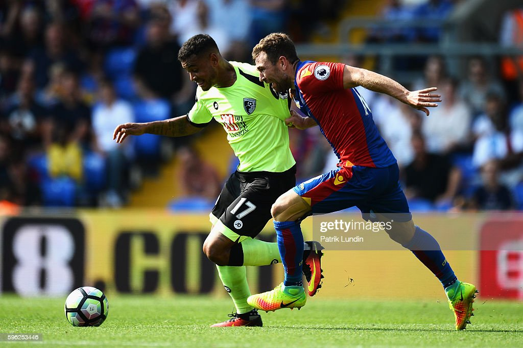 Joshua King of AFC Bournemouth (L) and Damien Delaney of Crystal Palace (R) battle for possession during the Premier League match between Crystal Palace and AFC Bournemouth at Selhurst Park on August 27, 2016 in London, England.