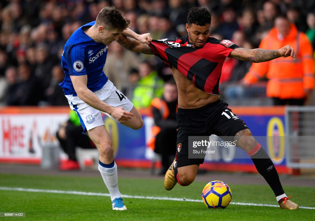 Joshua King of AFC Bournemouth (r) and Jonjoe Kenny of Everton battle for the ball during the Premier League match between AFC Bournemouth and Everton at Vitality Stadium on December 30, 2017 in Bournemouth, England.