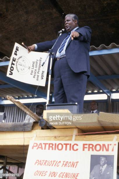 Joshua Nkomo lors d'un discours pour l'Union nationale africaine du Zimbabwe Front patriotique en mars 1980 à Salisbury en Rhodésie du Sud