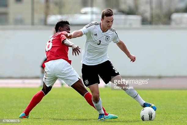 Joshua Onomah of England challenges Benedikt Gimber of Germany during the Under17 Algarve Cup between U17 England and U17 Germany at Lagos sport...