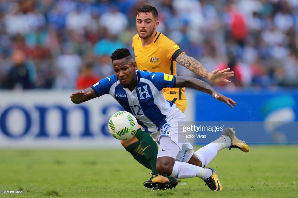 Joshua Risdon of Australia struggles for the ball with Romell Quioto of Honduras during a first leg match between Honduras and Australia as part of FIFA World Cup Qualifiers Play Off at Estadio Olimpico Metropolitano on November 10, 2017 in San Pedro Sula, Honduras.