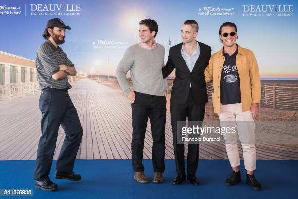 Joshua Safdie Ben Safdie British actor Robert Pattinson and Oscar Boyson pose at a photocall for the film 'Good Times' during the 43rd Deauville...