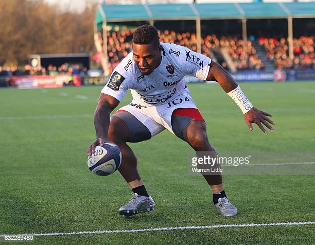 Joshua Tuisova of RC Toulon drops the ball for an almost certain try during the European Rugby Champions Cup between Saracens and RC Toulon at...