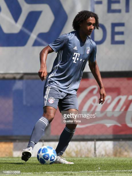 Joshua Zirkzee of Bayern Munchen in action during the UEFA Youth League match between SL Benfica and FC Bayern Munchen at Caixa Futebol Campus on...