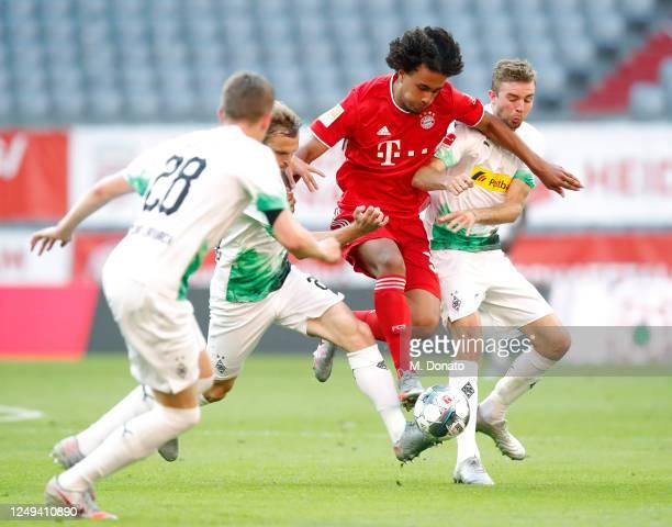 Joshua Zirkzee of Muenchen is challenged by Matthias Ginter Tony Jantschke and Christoph Kramer of Moenchengladbach during the Bundesliga match...