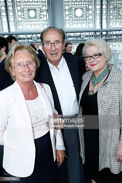 Josiane Balasko with her brother Pierre Balaskovic and his wife Jacqueline - Actress Josiane Balasko receives the Medal of Arts and Letters from the...