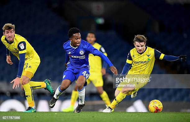 Josimar Quintero of Chelsea and Joe Skarz and Curtis Nelson of Oxford United during a Checkatrade Trophy match between Chelsea and Oxford United at...