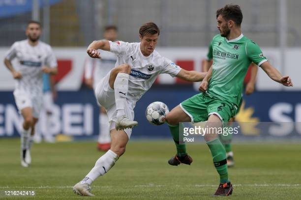 Josip Elez of Hannover in action against Kevin Behrens of Sandhausen during the Second Bundesliga match between SV Sandhausen and Hannover 96 at...