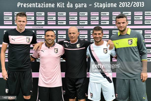 Josip Ilicic Fabrizio Miccoli Giuseppe Sannino Franco Brienza and Simon Ujkani pose during US Citta di Palermo unveiling of new Puma kit during...
