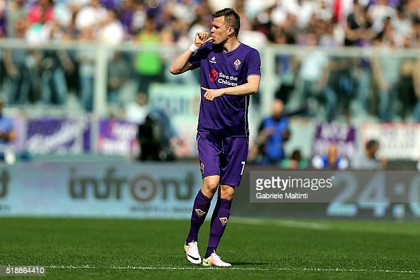 Josip Ilicic of ACF Fiorentina celebrates after scoring a goal during the Serie A match between ACF Fiorentina and UC Sampdoria at Artemio Franchi on...