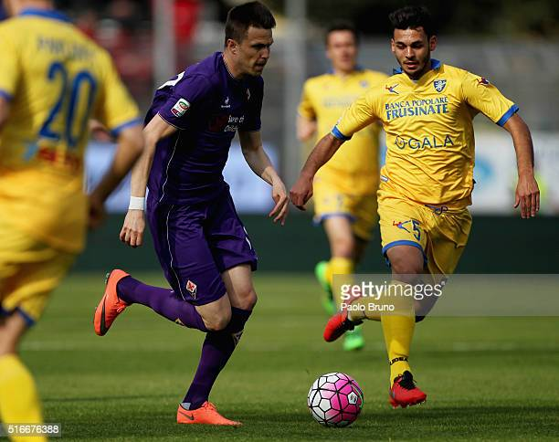 Josip Ilicic of ACF Fiorentina competes for the ball with Mirko Gori of Frosinone Calcio during the Serie A match between Frosinone Calcio and ACF...