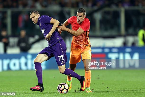 Josip Ilicic of ACF Fiorentina for the ball with Kevin Strootman of AS Roma during the Serie A match between ACF Fiorentina and AS Roma at Stadio...
