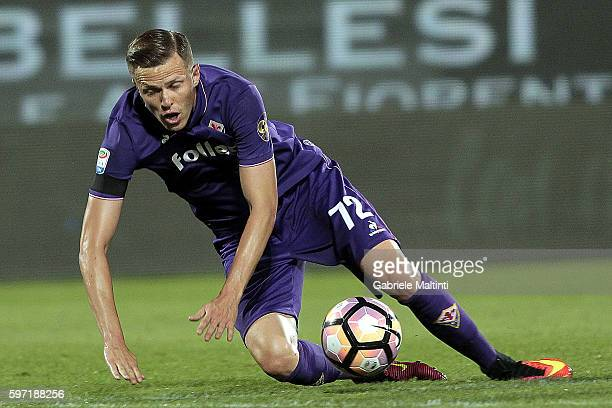 Josip Ilicic of ACF Fiorentina in action during the Serie A match between ACF Fiorentina and AC ChievoVerona at Stadio Artemio Franchi on August 28...