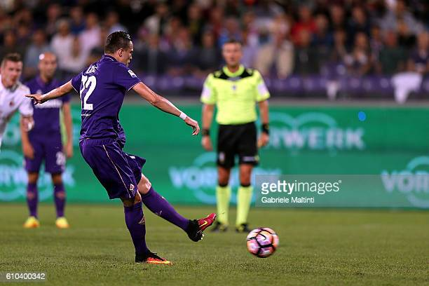 Josip Ilicic of ACF Fiorentina misses a penalty during the Serie A match between ACF Fiorentina and AC Milan at Stadio Artemio Franchi on September...